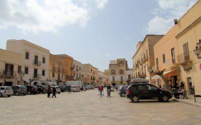 Ägadische Inseln, Favignana-Hauptplatz (1)