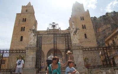 Cefalu auf den Treppen des Doms (3)