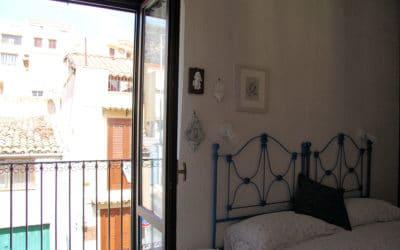 Ferienhaus Sant' Elia, Schlafzimmer mit Balkon (2)