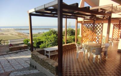 Villa Portopalo Terrasse der Ferienwohnungen (1)