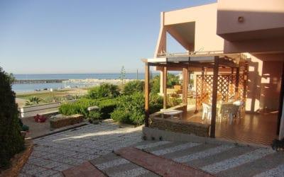 Villa Portopalo Terrasse der Ferienwohnungen (5)